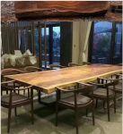 Luxusní ořechové stoly přírodní vzhled